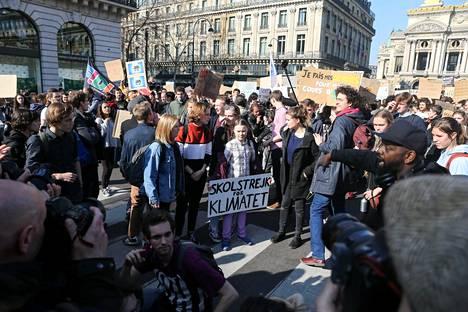 Helmikuussa Greta Thunberg osallistui mielenosoitukseen Pariisissa.