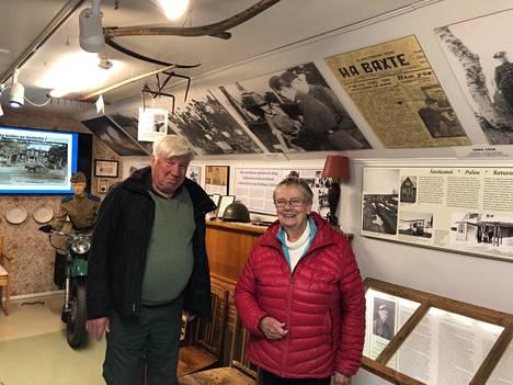 Berndt Gottberg ja Lena Selén vaalivat Porkkalan alueen historiaa Degerbyssä sijaitsevassa Igor-museossa.