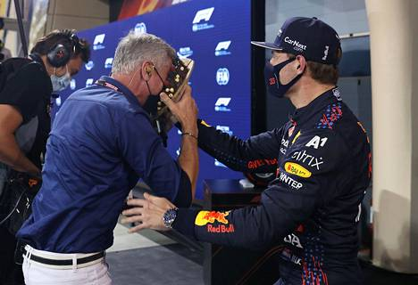 Päin pläsiä! Max Verstappen yllätti huumorimiehenä tunnetun David Coulthardin.