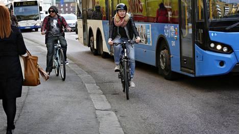 Uudessa laissa halutaan suojella jalankulkijoita ja pyöräilijöitä.