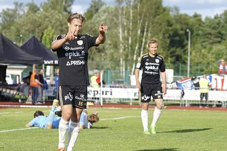 SJK:n Akseli Pelvas pöllytti HIFK:n verkkoa peräti neljä kertaa.