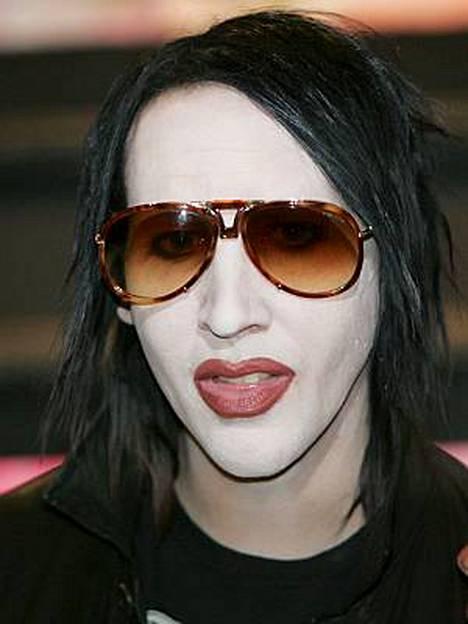 Marilyn Mansonin väitetään ostaneen natsi-tavaraa yhtyeensa rahoilla.