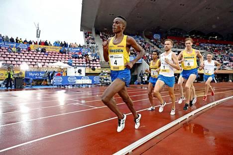 Suldan Hassan otti syyskuussa 2018 parin metrin turvavälin kanssakilpailijoihinsa, mutta pääsevätkö ruotsalaiset tänä vuonna Tampereelle maaotteluun?