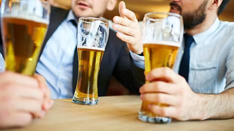 Päivittäisestä oluesta kasautuu ajan mittaan kasa kaloreita ja terveysriskejä.