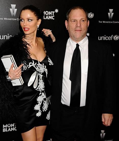 Weinsteinillä ja Chapmanilla on kaksi yhteistä lasta.