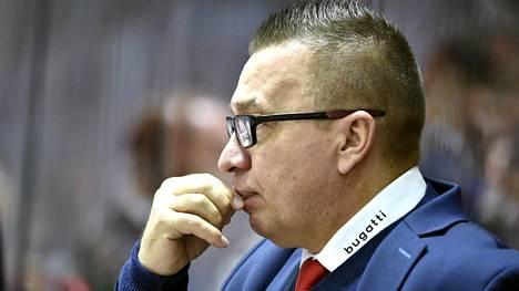 """HIFK on pahassa syöksykierteessä, kotiyleisö vihelsi surkealle esitykselle – uusi hyökkääjä ei voi vielä pelata: """"Paperit eivät ole kunnossa"""""""