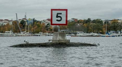 Tukholman saaristossa väyläopasteet noudattavat sukellusveneen muotoa.