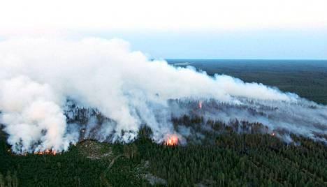 Näin hurjalta paloalue näytti tiistaina ilmasta käsin kuvattuna.