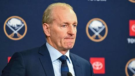 Ralph Krügerin ura Buffalo Sabresin päävalmentajana jäi noin puolentoista kauden mittaiseksi.