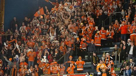 Jääkiekon SM-liigan pitää syksyllä voida täyttää hallit yli puolilleen, jotta sarjaa voidaan pelata.
