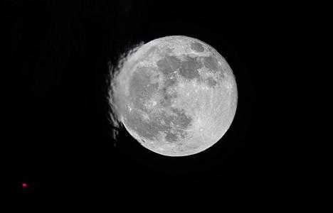 Idea Kuuhun lentämisestä ilmeni länsimaisessa kirjallisuudessa jo toisella vuosisadalla.