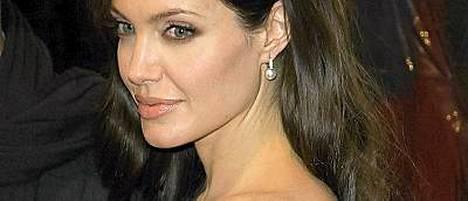 Kleopatra-elämäkerran kirjoittajan mielestä Angelina Jolie olisi ulkoisesti täydellinen Kleopatran rooliin.