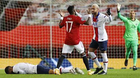 ManUn ja PSG:n ottelussa tunteet kävivät kuumana jo ensimmäisellä puoliajalla. Fred (17) säästyi punaiselta kortiltaan telottuaan PSG:n Leandro Paredesia. Neymar riensi antamaan palautetta Fredille