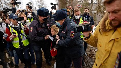 Navalnyin lääkäri Anastasiya Vasilyeva pidätettiin.