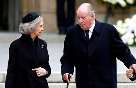 Kuningatar Sofia on pysynyt miehensä vierellä vuosikymmeniä.