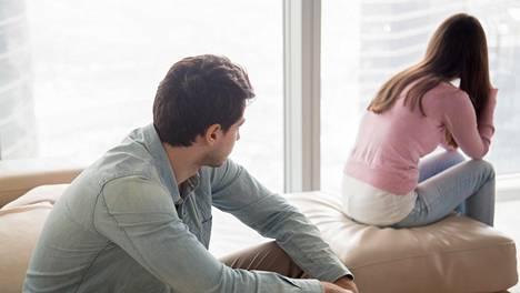 Kitkutteletko sinäkin huonossa suhteessa? Psykologi kertoo, mistä se yleensä johtuu – ja mitä sille voi tehdä