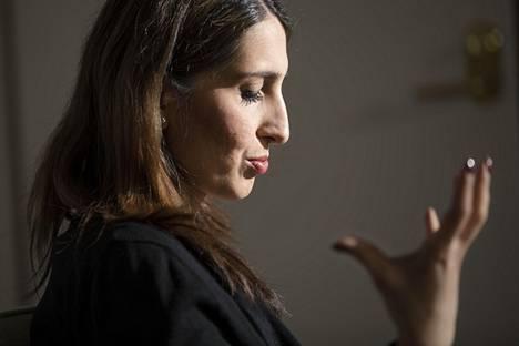 Apulaispormestari Nasima Razmyar sanoo, että niin poliitikkojen, järjestöjen kuin viranomaisten on tehtävä jatkuvasti töitä kunniaväkivallan ehkäisemiseksi.–Ei riitä, että järjestetään joku pyöreän pöydän kokous kerran kahdessa vuodessa.