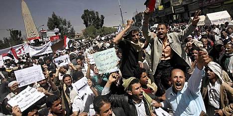 Jemenissä järjestettiin jälleen maanantaina suuria mielenosoituksia presidentti Ali Abdullah Salehia vastaan.