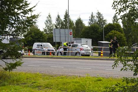 Rajavalvontaa Tornion ja Ruotsin rajalla, tarkastuksessa ruotsista tulevaa liikennettä.