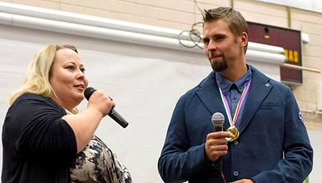 Pielaveden kunnanhallituksen puheenjohtaja Mia Simpanen onnitteli Ruuskasta.