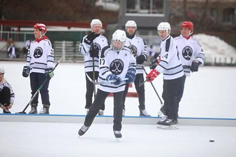 Ottelu päättyi Niinistön joukkueen tappioon 6–7.