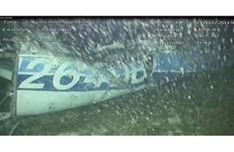 Robottisukellusveneen kamera kuvasi Emiliano Salaa kuljettaneen koneen hylyn.