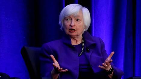 Aiemmin Janet Yellen on työskennellyt Yhdysvaltain keskuspankin johdossa. Virkaan vuosiksi 2014-2018 hänen nimitti silloinen presidentti Barack Obama.