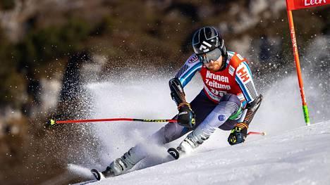 Samu Torsti vetäisi hyvän ensimmäisen laskun alppihiihdon MM-kisojen suurpujottelussa.