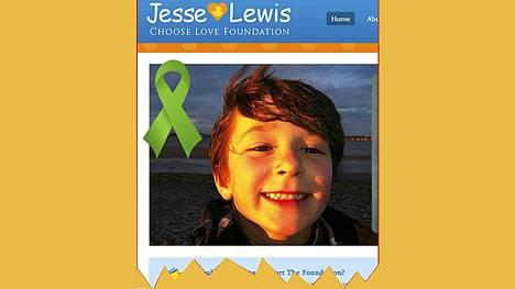 Jesse Lewisin äiti on perustanut säätiön poikansa muistoksi.