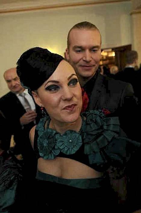 Mira Luoti ja Kristian Björk juhlivat yhdessä presidentinlinnassa itsenäisyyspäivänä 2009.
