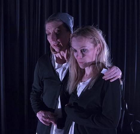 Nina Sallinen tekee intensiivisen roolin Lit Moon Theatressa.
