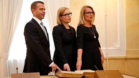 Uudet ministerit vannoivat virkavalansa tiistaina.