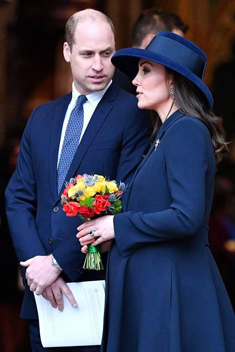 Herttuatar Catherinen raskaudesta tiedotettiin poikkeuksellisen varhain, jo syyskuussa, kun Kate oli vasta toisella kuulla. Kuva maaliskuulta.