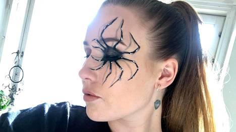 Aivan kuin aito hämähäkki silmässä!
