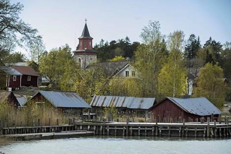 Iniössä on yli tuhat saarta ja luotoa. Norrby on Iniön kirkonkylä.