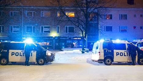 Tammikuussa Oulussa sijaitsevassa Tuisku Pubissa kuoli kaksi miestä. Heidät surmattiin kirveellä.