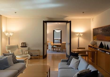 Kolmannen kerroksen pääsviitin perällä on yksityinen ruokasali, jossa asukas voi halutessaan nauttia aamupalansa.