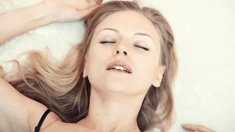Seksuaaliterapeutti väittää saavansa orgasmin pelkän ajatuksen voimalla. Kuvituskuvan nainen ei liity juttuun.