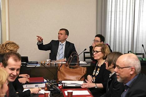 Petteri Orpo veti työryhmää, joka selvitti umpisolmuun ajautunutta sosiaali- ja terveyspalveluiden uudistusta.