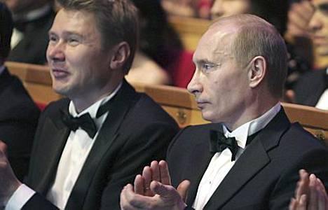 Mika Häkkinen ja Vladimir Putin keskustelivat tietysti urheilusta, mutta myös politiikasta.