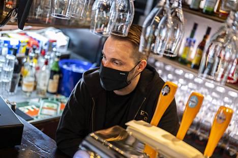 Vuodesta 2004 lähtien Oulun ravintolaelämässä työskennellyt Kimmo Karhela ehti sulun aikana lukea, hiihtää ja katsoa Youtube-videoita.