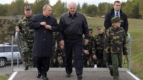 Venäjän pääsotaharjoitus sijoittuu osin Valko-Venäjälle. Kuvassa Venäjän presidentti Vladimir Putin sekä Valko-Venäjän presidentti Aleksandr Lukashenko.