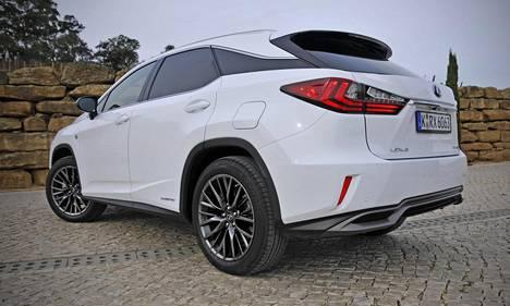 """Auton takimmaisen eli ns. c-pilarin idea """"leijuvasta katosta"""" on tuttu muun muassa Range Rover Evoquesta."""