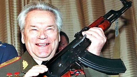 Mihail Kalashnikov suunnitteli AK-47-rynnäkkökiväärin.