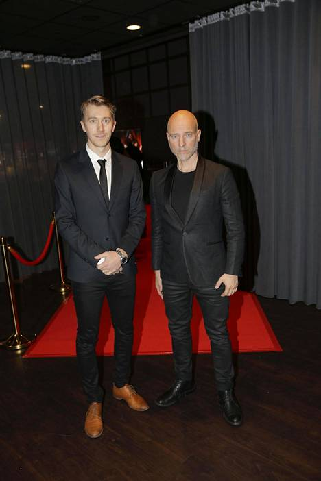 elokuvassa näyttelevä Jussi Vatanen ja ohjaaja Aku Louhimies punaisella matolla.
