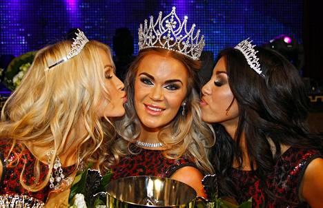 Rosanna Kulju kruunattiin Miss Helsingiksi 2015.