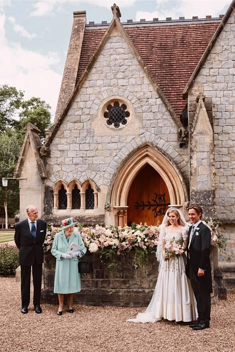 Kuningatar Elisabet ja prinssi Philip osallistuivat häihin.