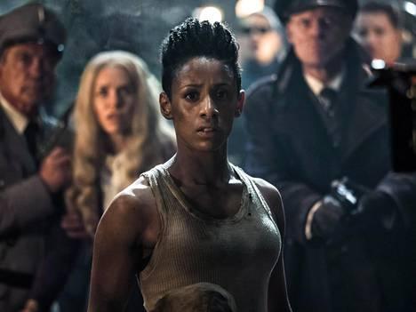 Elokuvan pääosassa nähdään Lara Rossi.