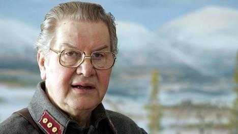 Jaakko Salonoja toimi kuuluttajana asemieskiertueilla vuosina 2002-2005.