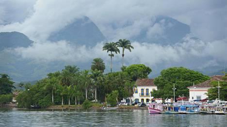 Ulkomailla asuessa lähimatkailukin tuntuu seikkailulta. Brasilian Rio de Janeirosta on automatka Atlantin rannalla olevaan Paratyn pikkukaupunkiin.